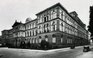 Abb. 2: Joseph v. Egle / Alexander von Tritschler, Polytechnikum in Stuttgart, Ansicht von Nordwesten, Zustand vor 1944