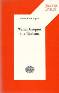 Fig. 2: Copertina del volume di Giulio Carlo Argan: Walter Gropius e la Bauhaus, Torino, Einaudi, 1974