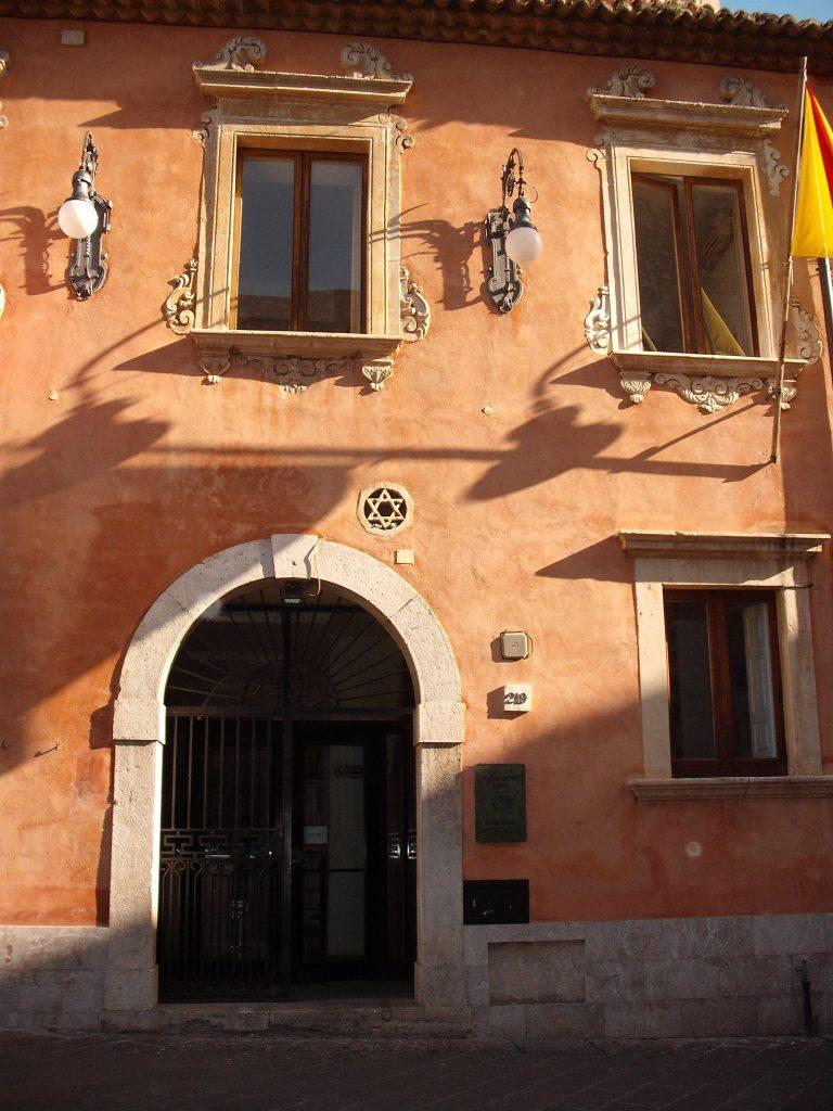 Particolare di Stella ebraica su muro del Municipio di Taormina detto anche Palazzo Dei Giurati (priv.)